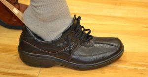 ひも靴の履き方01