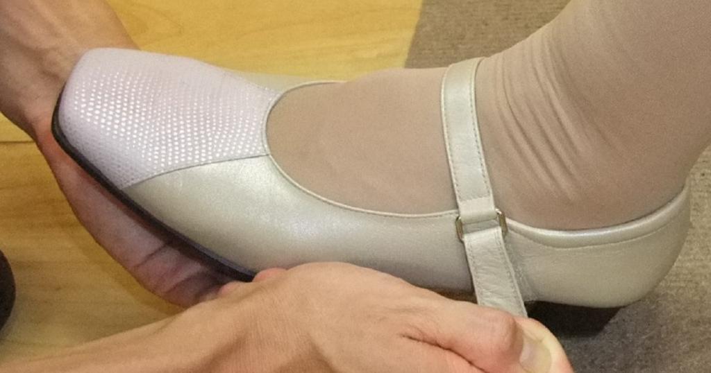 パンプスの履き方
